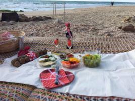 פיקניק רומנטי ליד הים