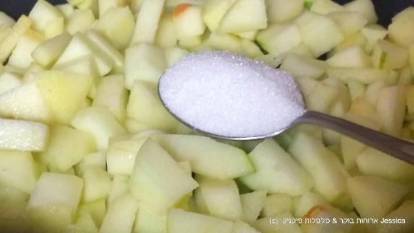 להוסיף כף סוכר לתפוחים
