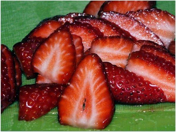 פרוסות תותים - לבבות אדומים