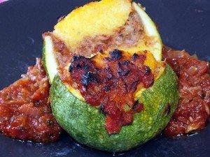 קישוא עגול במילוי פולנטה וטונה ברוטב עגבנית